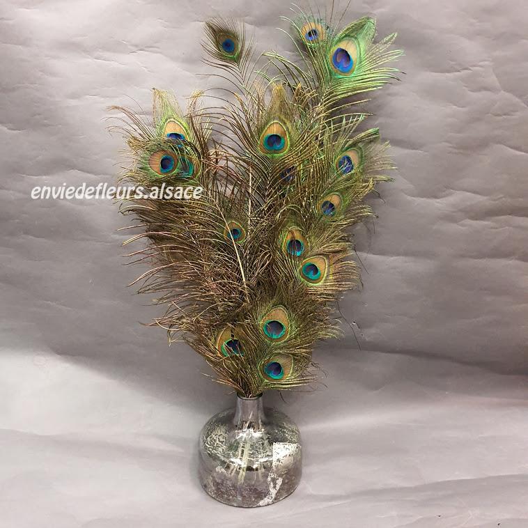 Bouquet De Plumes De Paons Dans Un Beau Vase Envie De Fleurs